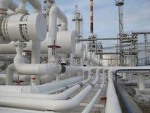 Värmeexchangers i en raffinaderi Arkivbild