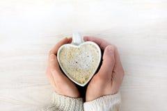 Värmekänslor vänder in i förälskelsekaffe Royaltyfri Fotografi