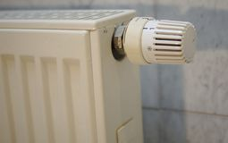 Värmeregulator på en tysk värmeapparat i detalj Royaltyfri Bild