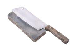 Vässa eller honing en kniv på en waterstone, slipsten på royaltyfri bild