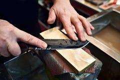 Vässa för kniv royaltyfri foto