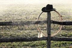 västra amerikansk rodeo för lasso för cowboystakethatt Arkivfoton