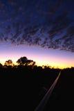Västra australisk soluppgång för vildmarkrörledningkonstruktion Royaltyfri Foto