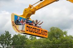 VÄSTRA - Berlin, NJ - MAJ 28: Diggerland USA, themed affärsföretag för konstruktion parkerar Arkivfoto