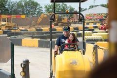 VÄSTRA - Berlin, NJ - MAJ 28: Diggerland USA, themed affärsföretag för konstruktion parkerar Royaltyfria Foton
