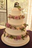 Västra bröllopstårta med blommor Royaltyfri Foto