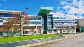 Västra högskola Skottland i Clydebank, flodstrandingång Royaltyfri Bild