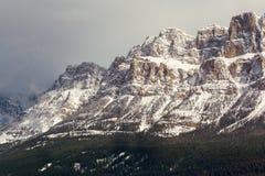 Västra halva av slottberget, Banff, Alberta royaltyfria bilder