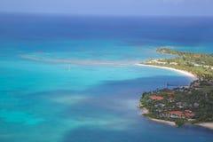 Västra Indies som är karibiska, Antigua, sikt av den Jabberwock stranden Arkivbilder