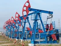 västra pumpar för olja för dagjuni kazakhstan månad Fotografering för Bildbyråer