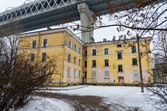 Västra snabb diameter över husen på den Kanonersky ön i vinter petersburg saint Ryssland, fotografering för bildbyråer
