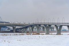 Västra snabb diameter i vinter okhtinsky petersburg russia för bro saint arkivbild