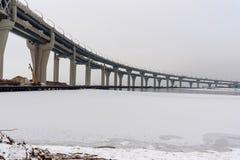 Västra snabb diameter i vinter petersburg saint Ryssland, royaltyfria bilder