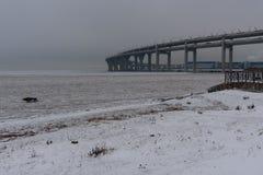 Västra snabb diameter i vinter petersburg saint Ryssland, arkivbilder