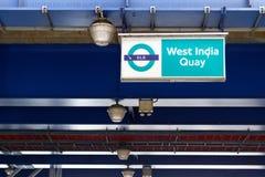 Västra tecken för station för Indien kaj DLR Royaltyfria Foton