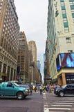 Västra 34th gata- eller modeaveny och trafikpolis Royaltyfri Foto