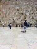 Västra vägg, Jerusalem, Israel, April 2015 Manlig del av den att jämra sig väggen royaltyfri foto