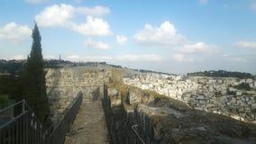 Västra vägg och östra Jerusalem sedd feomstadsvägg royaltyfri foto