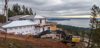 VÄSTRA VANCOUVER, F. KR., KANADA - FEBRUARI 10, 2016: Nytt hem som byggs i västra rekvisita för britt för Vancouver ` s Området f arkivbild