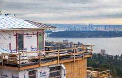 VÄSTRA VANCOUVER, F. KR., KANADA - FEBRUARI 10, 2016: Nytt hem som byggs i västra rekvisita för britt för Vancouver ` s Området f royaltyfria bilder