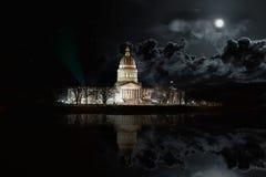 Västra Virginia State Capitol byggnad på natten arkivbild