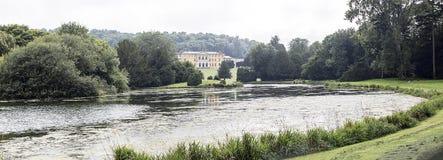 Västra Wycombe Park som beskådas över sjön Arkivfoto