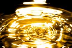 Vätskeguld- metallabstrakt begrepp Royaltyfria Bilder
