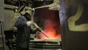 Vätskemetall i fabriken, gjuteri, smält stål, smält metall lager videofilmer