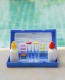 Vätskesats för prov för simbassängvattenprovning Fotografering för Bildbyråer