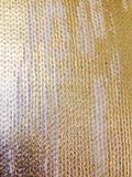 Vävd stucken tygtextur med guld- målarfärg Arkivfoto