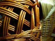 Vävde korgar från vinrankor Pillat Salix closeup tillverkar för trasaryss för docka folk görande vesnyanka Royaltyfri Fotografi