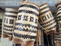 Vävde korgar som är till salu i Vietnam Royaltyfria Bilder