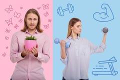 Växande blommor för ung man och hans starka fru som gör övningar med handvikter Royaltyfri Fotografi