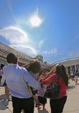Växelverkan med den sol- förmörkelsen av 2017 Royaltyfri Bild