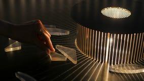 Växelverkande utläggning i vetenskapsmuseum - effekt av refraktion arkivbild