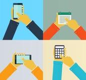 Växelverkanhänder genom att använda mobila apps stock illustrationer