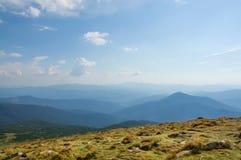 Växla blåa Carpathian berg Royaltyfri Bild
