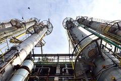 Växt för petrokemisk bransch för oljeraffinaderi i Rumänien Arkivfoto