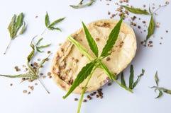 Växt- naturlig tvål för cannabis med sidor Arkivfoton