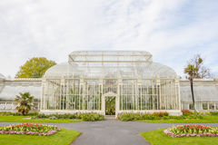 Växthus i de nationella botaniska trädgårdarna royaltyfri bild