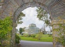 Växthus i de nationella botaniska trädgårdarna royaltyfri fotografi