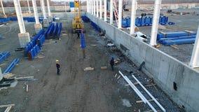Växtkonstruktion, konstruktion av en stor fabrik eller fabrik, industriell yttersida, konstruktionsplats, flyg- sikt arkivfilmer