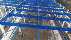 Växtkonstruktion, konstruktion av en stor fabrik eller fabrik, industriell yttersida, konstruktionsplats, flyg- sikt lager videofilmer