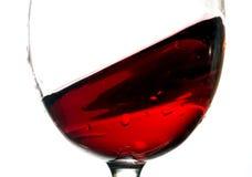 Våg av rött vin i den glass closeupen Arkivbilder