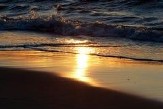 Våg för Polen - Karwia soluppsättning fotografering för bildbyråer