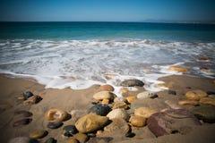 Våg och strand i Centro Puerto Vallarta royaltyfria foton