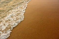 Våg och stranden Fotografering för Bildbyråer