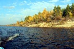 Våg på floden arkivfoton