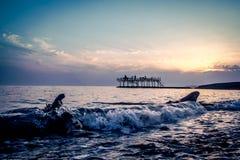 Våg på solnedgången, nya Athos arkivbilder
