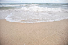 Våg på stranden Arkivbild
